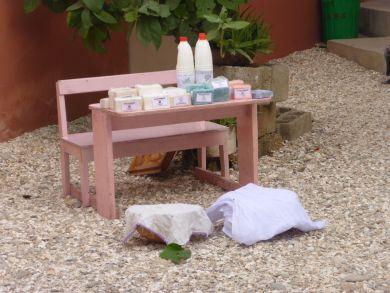 Senegal Fenagie:  Die Frauen der Solidaritätsgruppe produzieren Seife und Javelwasser -