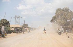Die Minen bringen viel Staub mit sich: Strassenszene in Kolwezi.